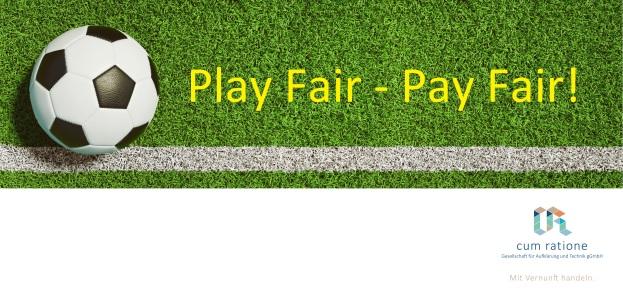 Fußball auf Rasen als Panorama Hintergrund